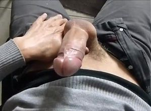 Big dick cumming handsfree