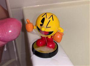 Hotglue: Pac-Man amiibo